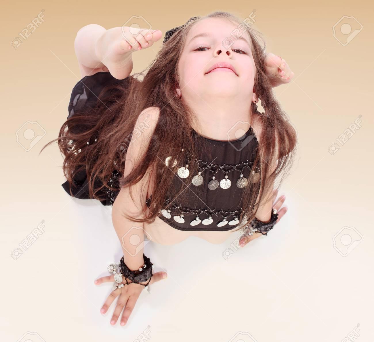 Трахает гибкую девочку 21 фотография