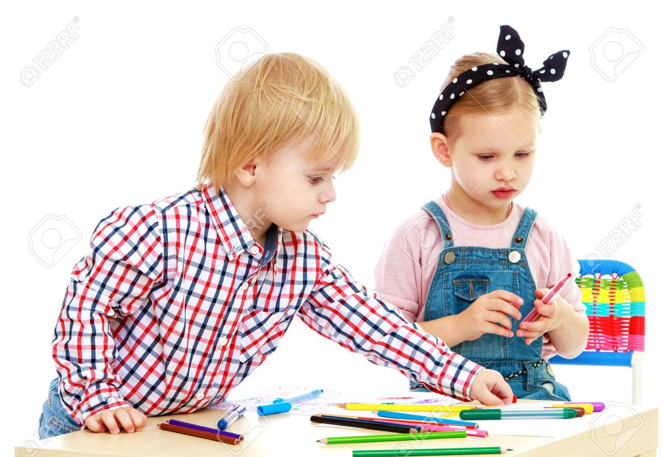 boy and girl draws felt-tip pensChildhood education development in the Montessori school concept. Isolated on white background. - 34363496