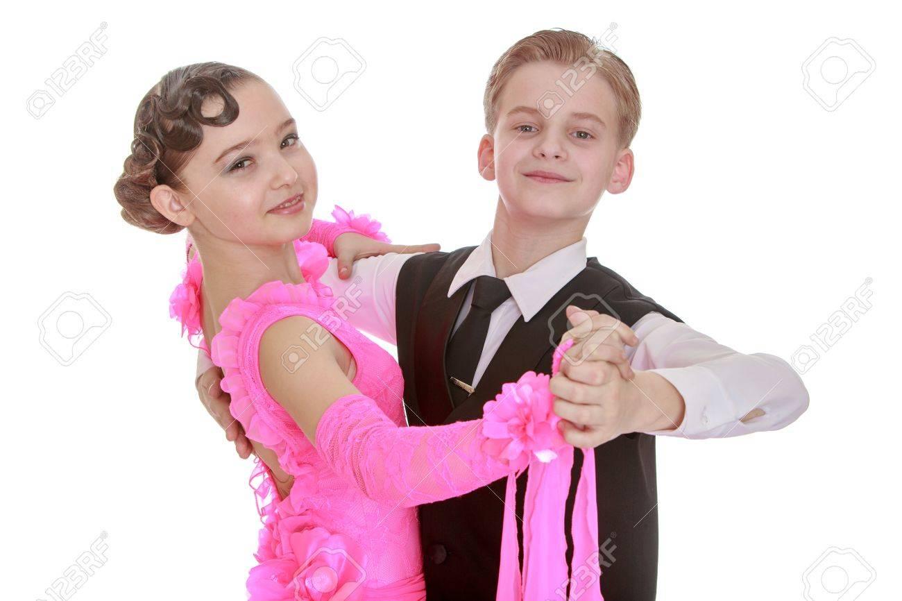 Hermosa Pareja De Baile De La Juventud. La Chica Está Vestida Con Un ...