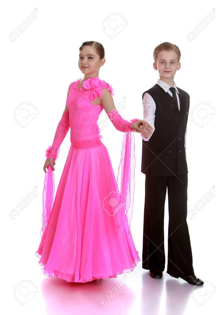 Muchacho Y Muchacha Bailarines Están En Hermosos Trajes Para ...