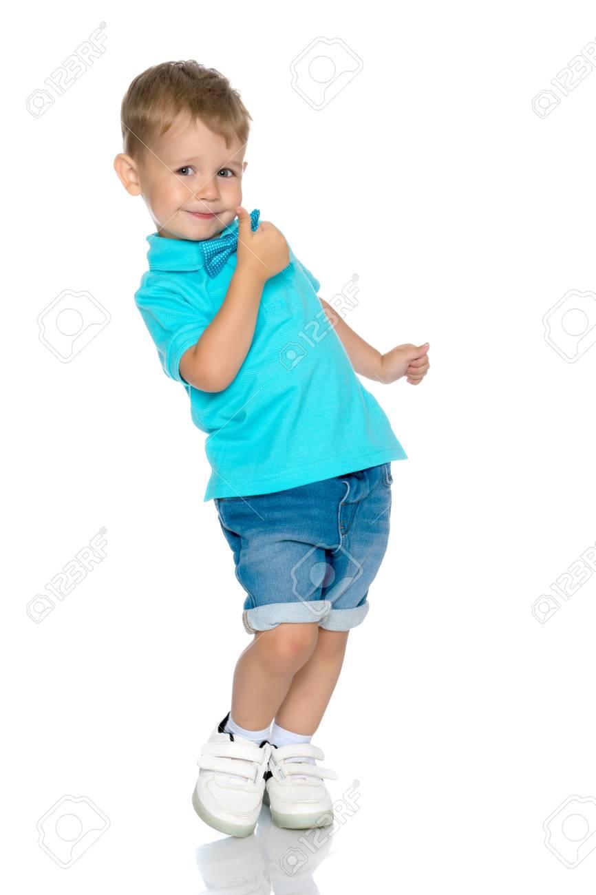 Little boy jumping - 89020086