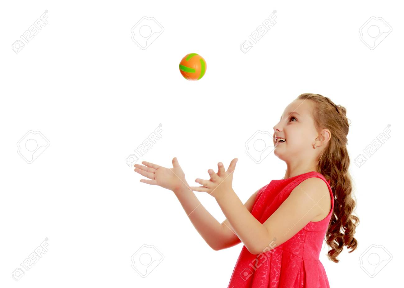 The little girl throws the ball up - 96583753