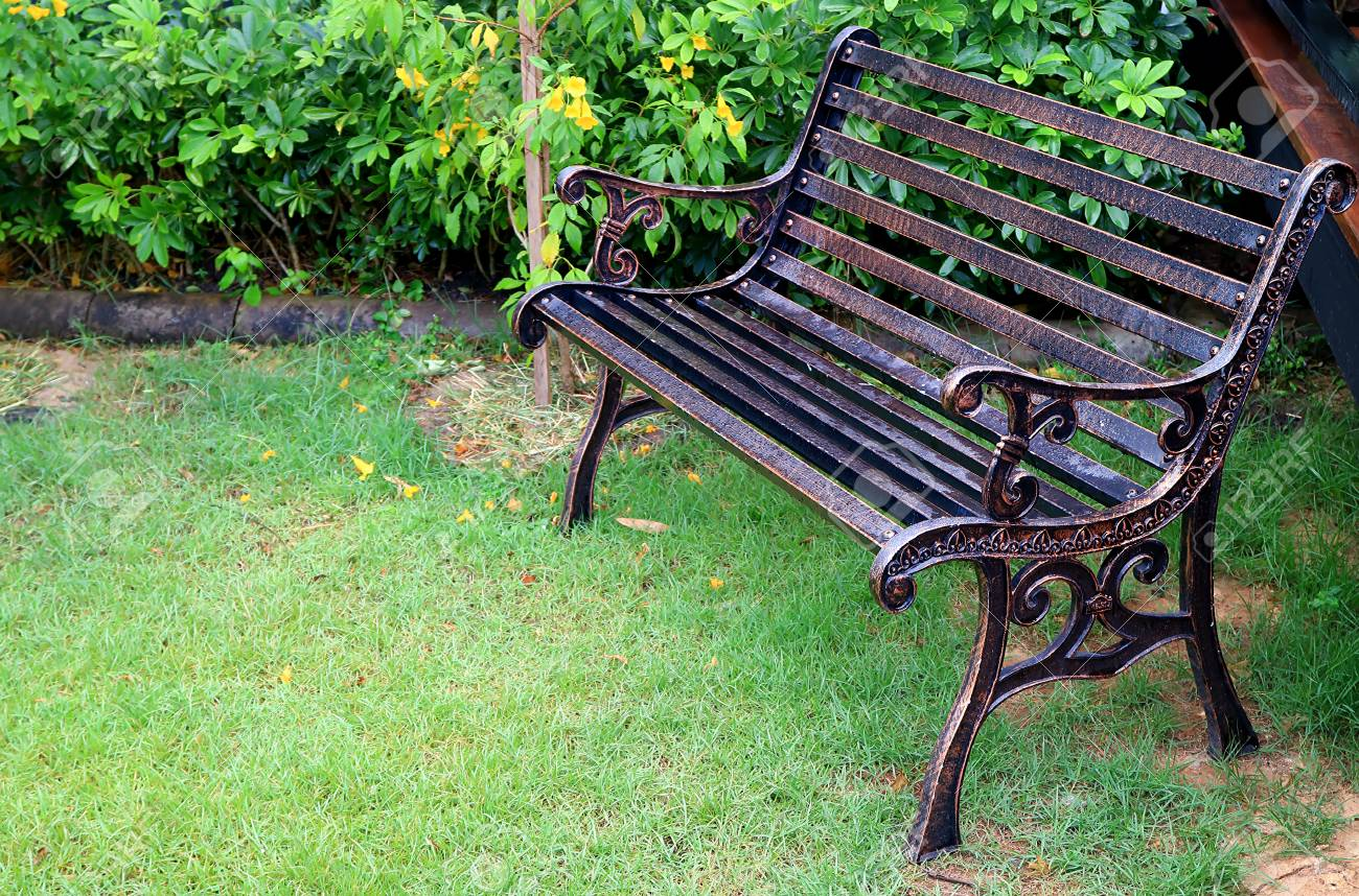 Vintage Style Wrought Iron Bench With Water Droplet In Green