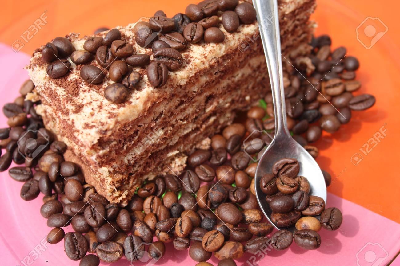 Stuck Kaffee Creme Kuchen Auf Einem Teller Anrichten Lizenzfreie
