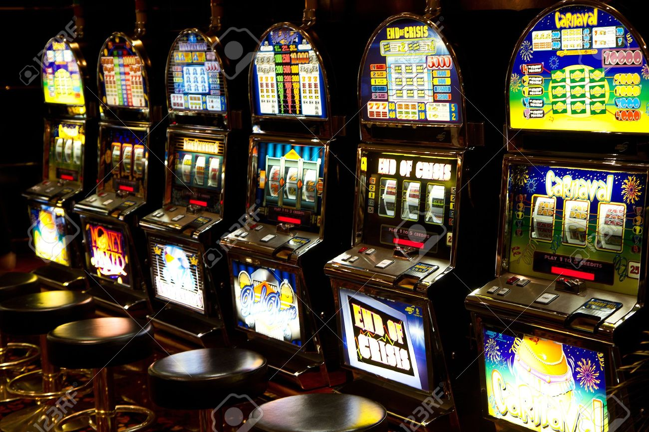 Slot machine in casino Stock Photo - 20399301