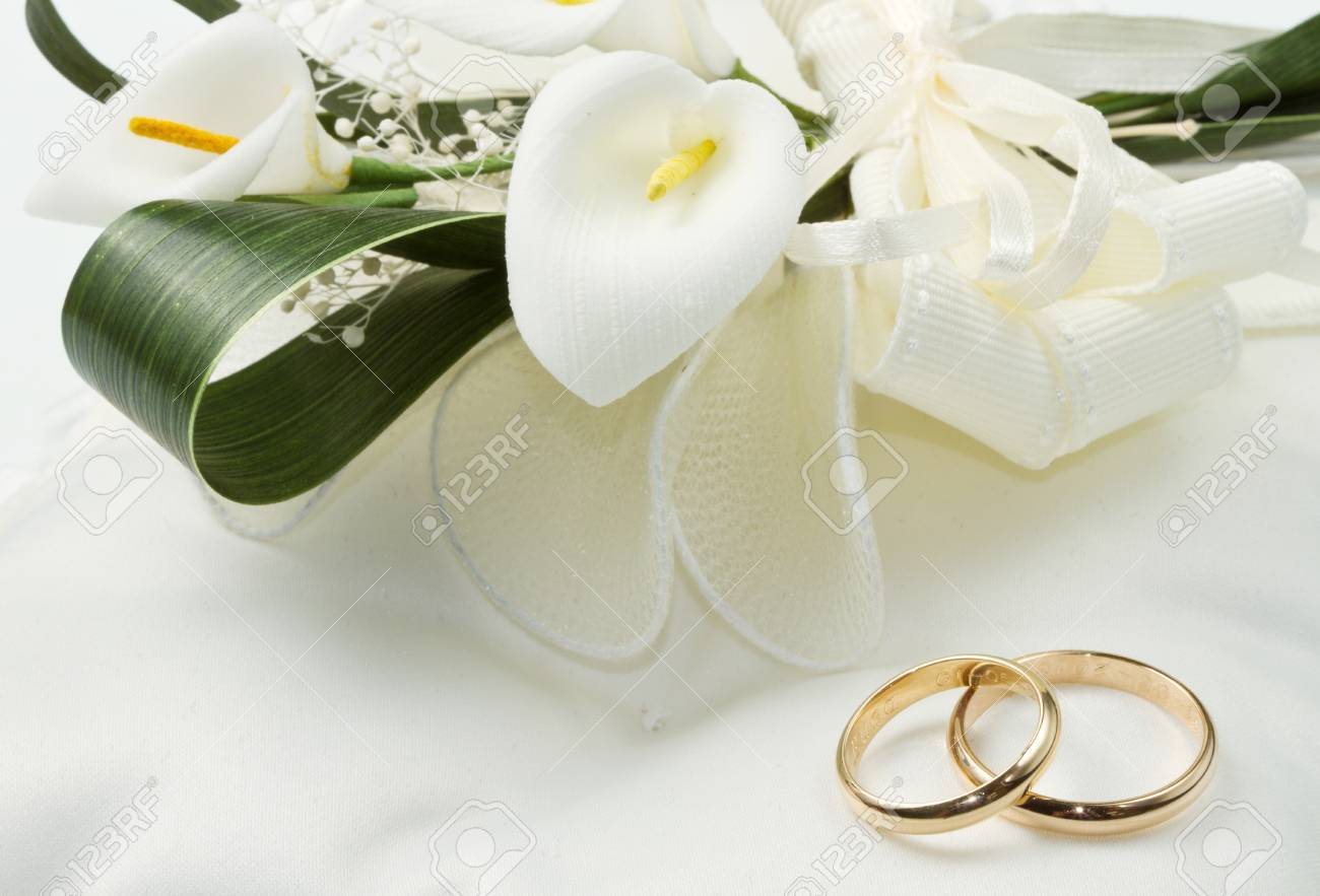 Wedding rings with calla bouquet - 56929423