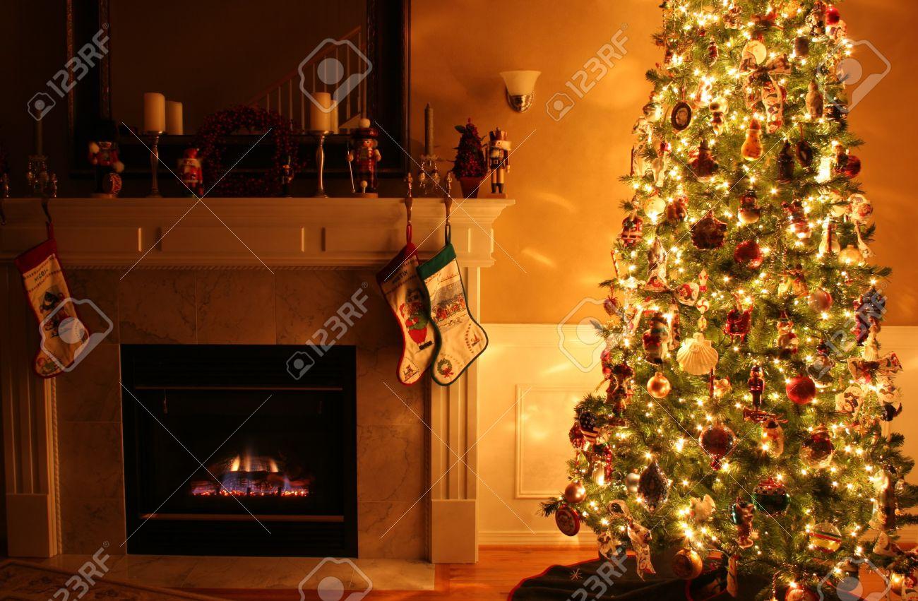 Magnifique intérieur de maison décoré pour Noël