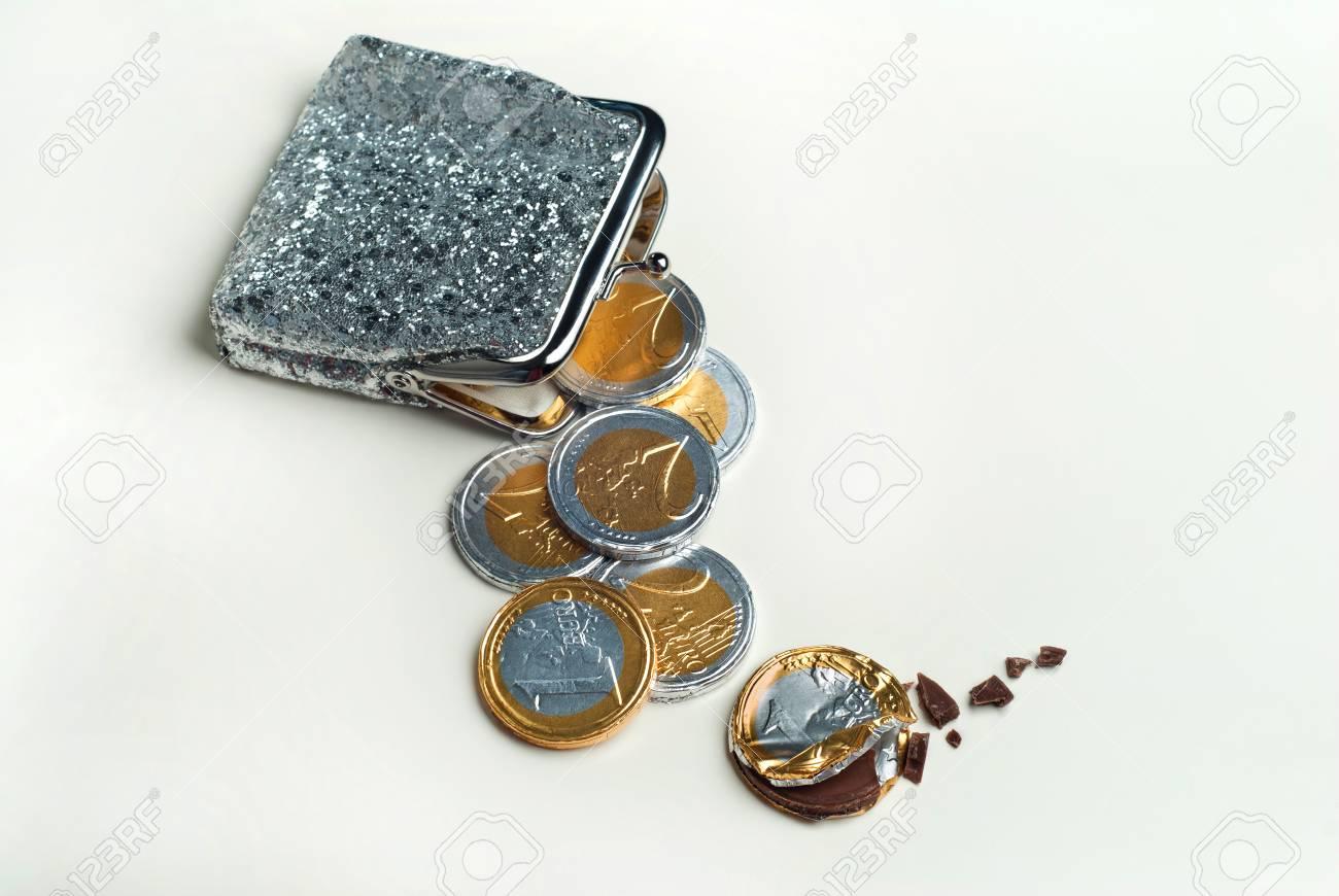 Glänzende Damen Geldbörse Mit Schokolade Euro Münzen Drin