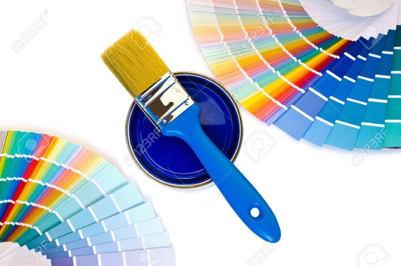 banque dimages peinture bleue et nuanciers les chantillons avec diffrentes nuances de bleu et bote de peinture bleue avec une brosse