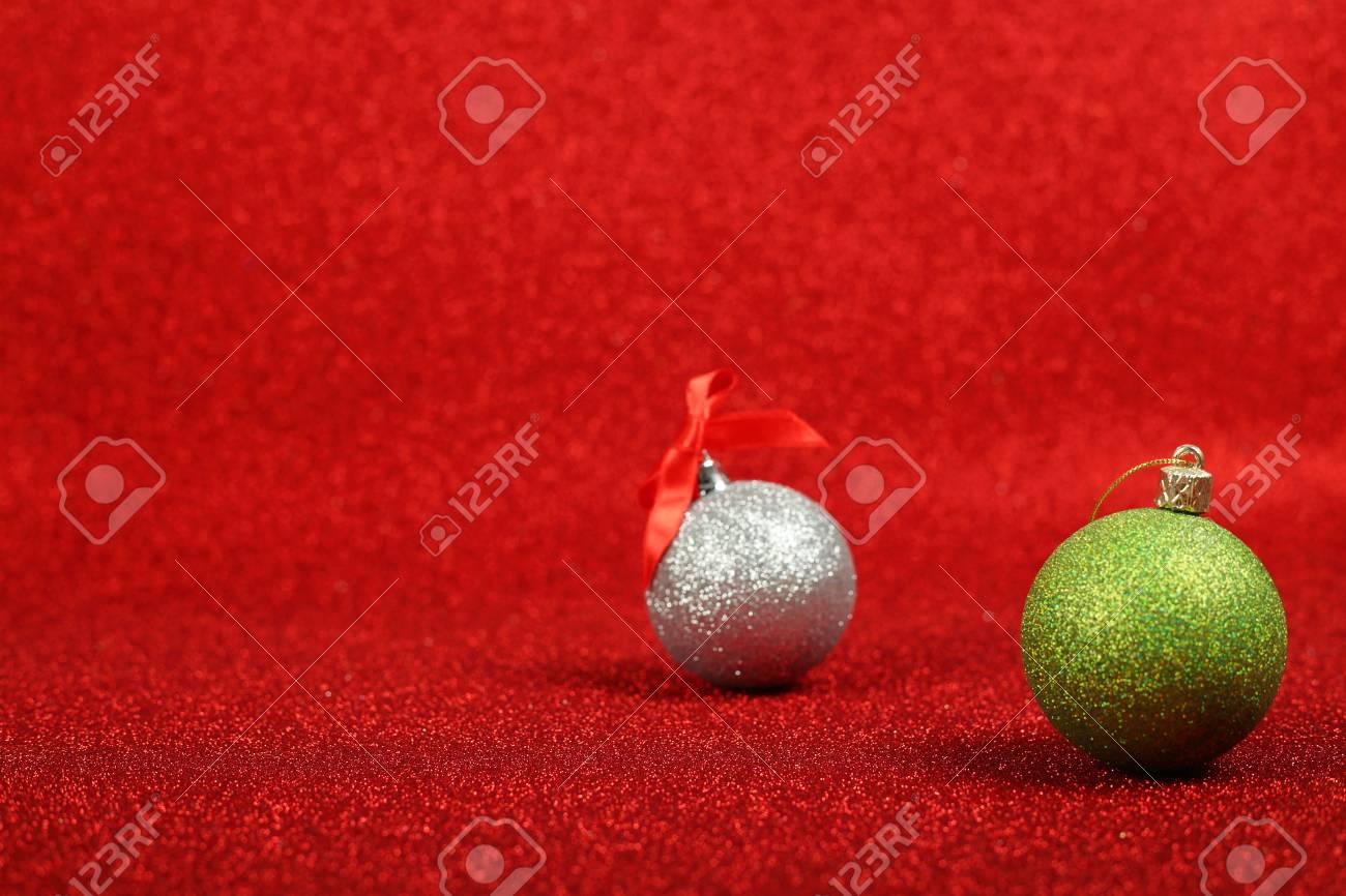 Immagini Di Natale Glitter.Palle Di Natale Su Sfondo Rosso Glitter Con Spazio Di Copia