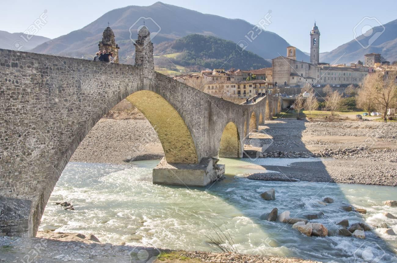 ボッビオ トレッビア川橋 - ピア...