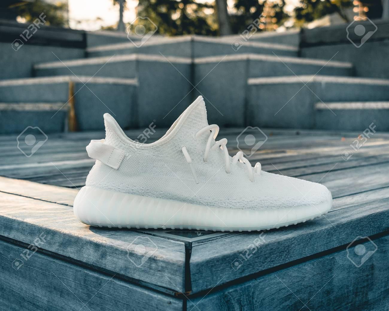 new styles 26997 82594 Yeezy boost 350 v2 cream white