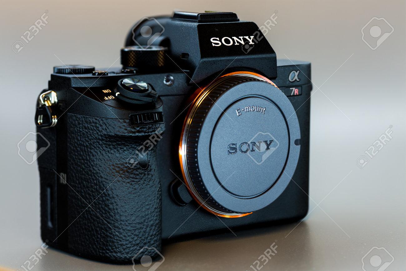 19. 12. 2015, BERLIN, ALEMANIA, La Cámara Sony Alpha A7R II ILCE ...