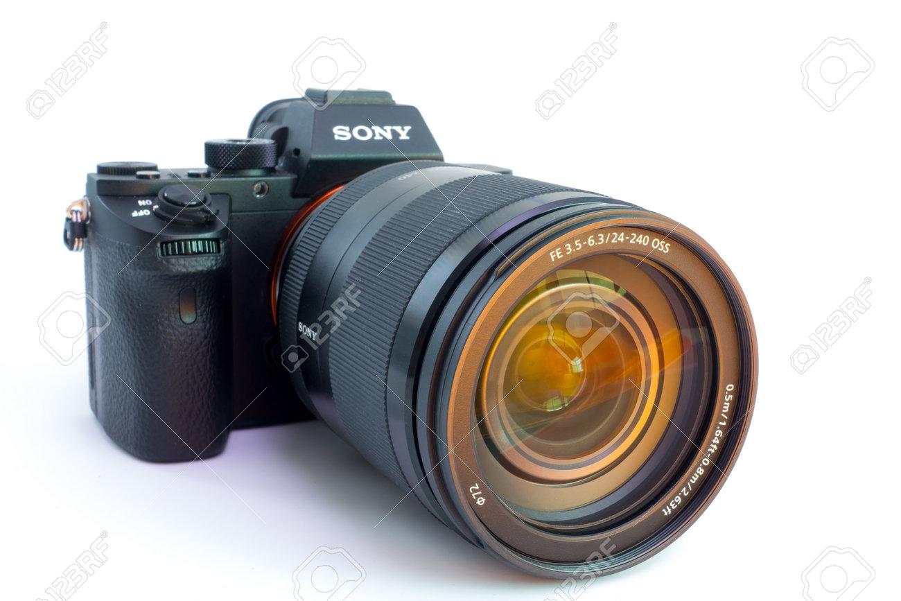 27. 10. 2015, Berlín, Alemania: La Cámara Sony Alpha A7R II ILCE ...