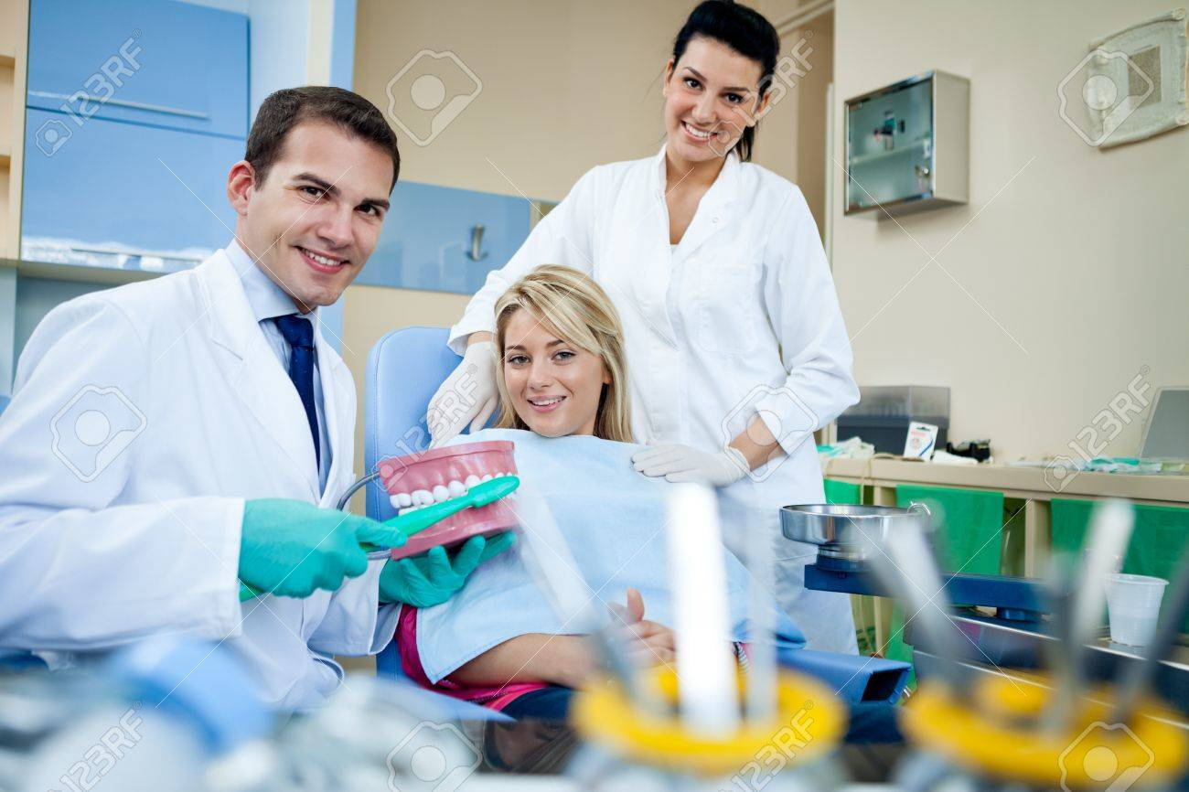 Dentist demonstrate tooth brush in dental practice office  - dental education concept Stock Photo - 16861002