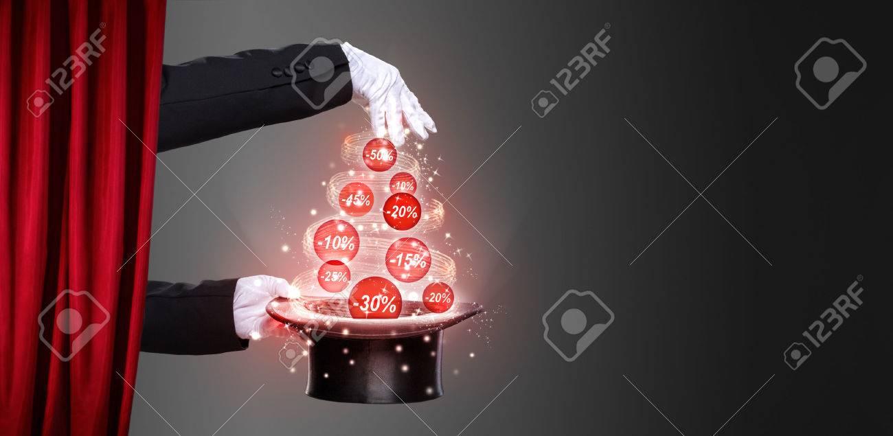 Hände Des Magiers Und Hut Auf Der Bühne, Konzept Weihnachtsrabatte ...
