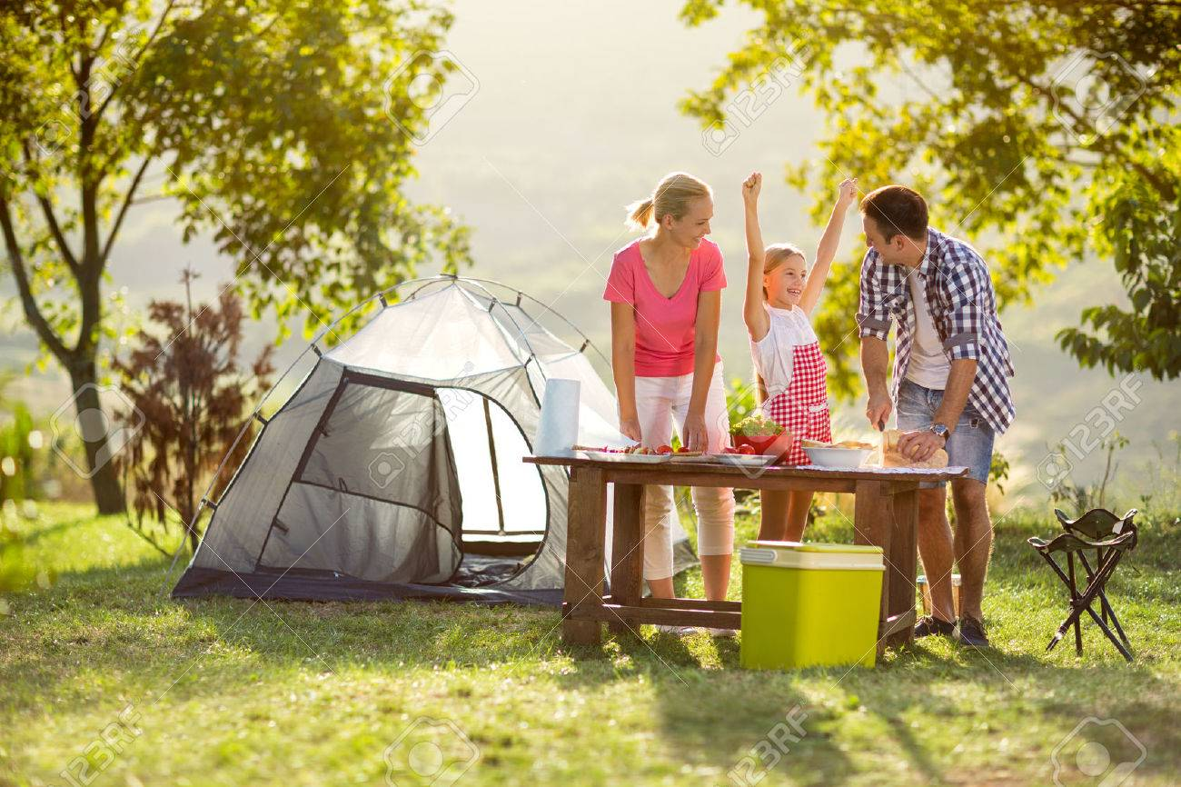 young happy family on vacation in nature Banque d'images - 55667592