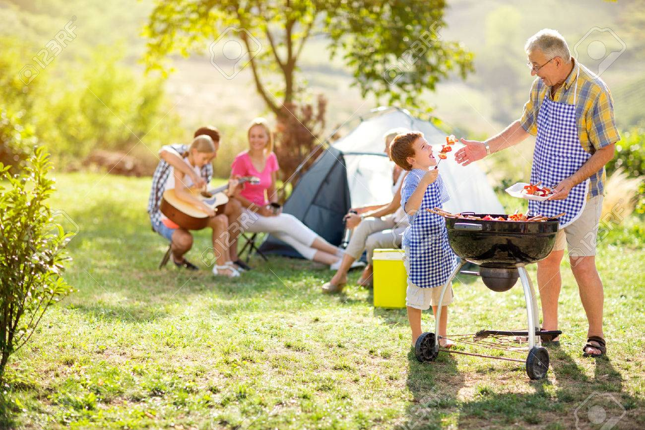 grandfather and grandson making barbecue for family Banque d'images - 55667641