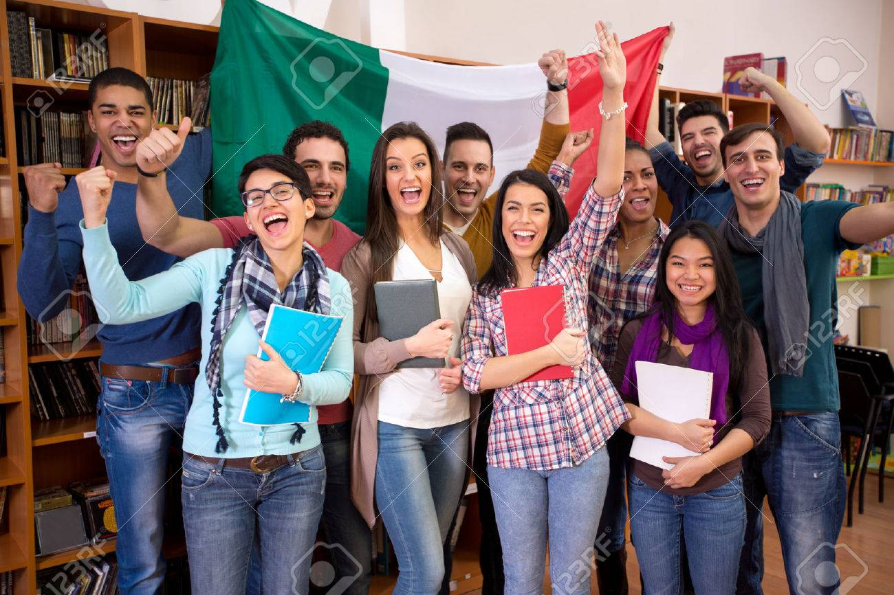 Smiling students with raised hands presenting Italy with flag - 61606473