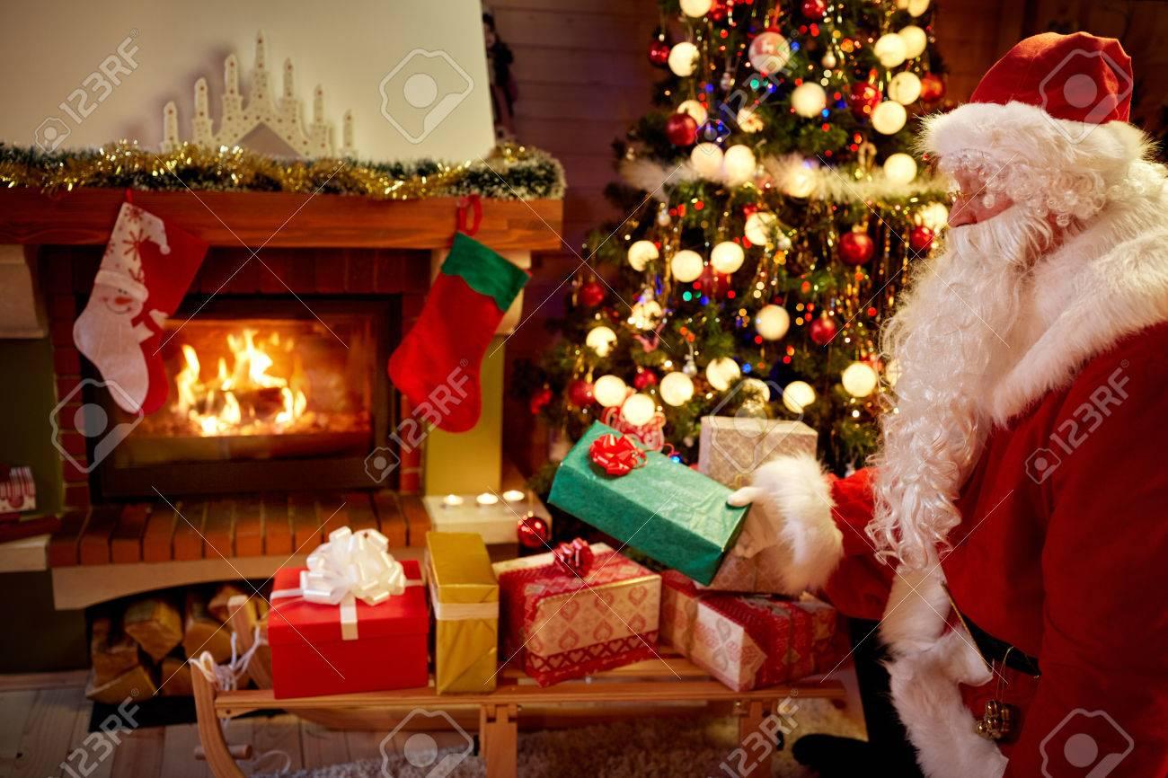 Weihnachtsmann Brachte Geschenke Für Weihnachten, Hausdekoration ...