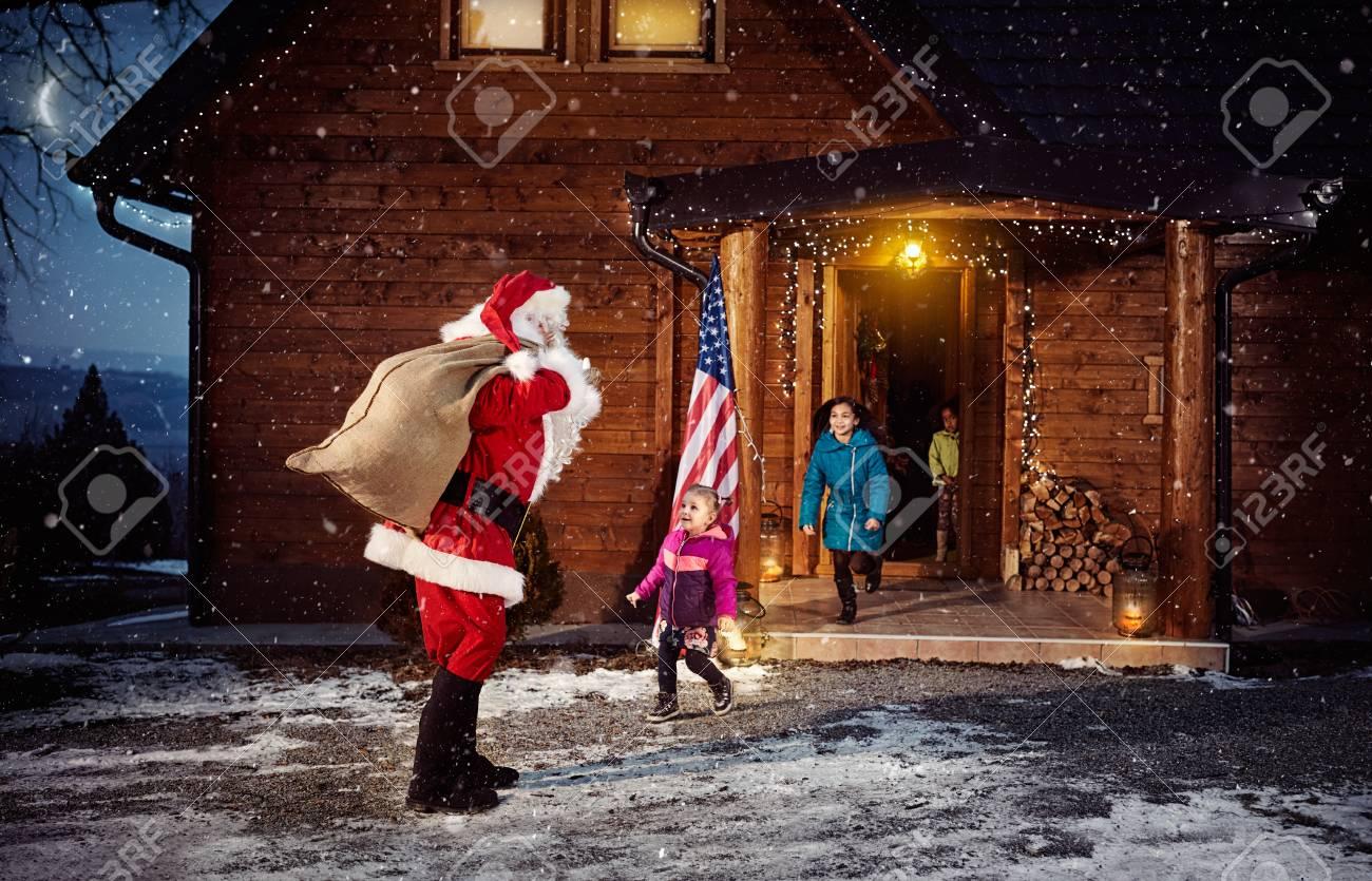 Weihnachtsmann Mit Sack Geschenke Für Kinder - Frohe Weihnachten ...