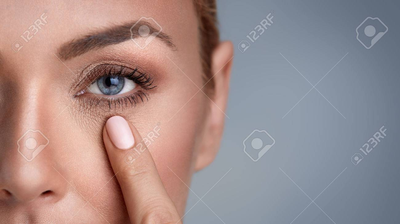 woman checking wrinkles around the eyes, close up Banque d'images - 66857149