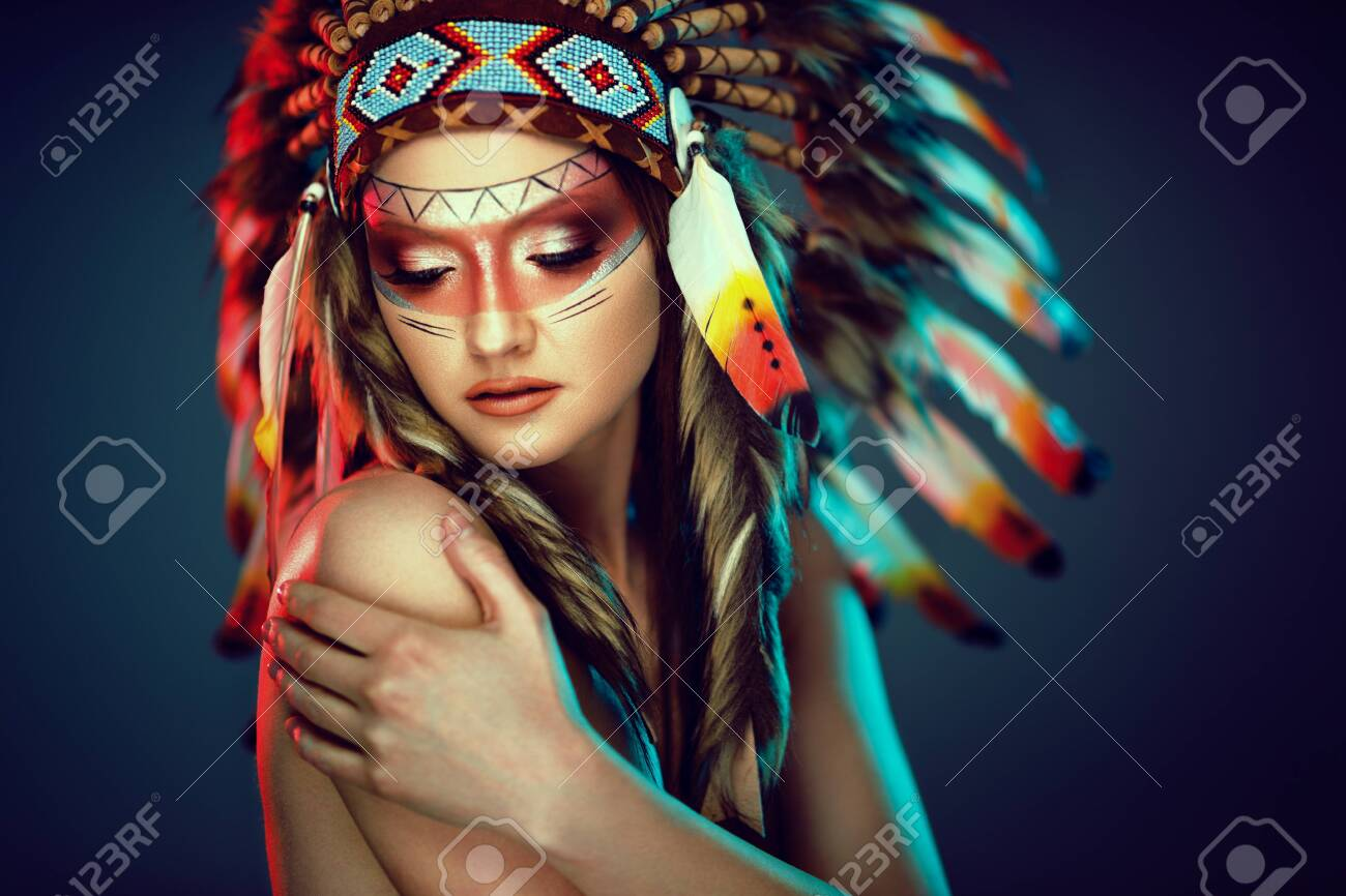 Feminine Indian woman with colorful feather hat - 122216364