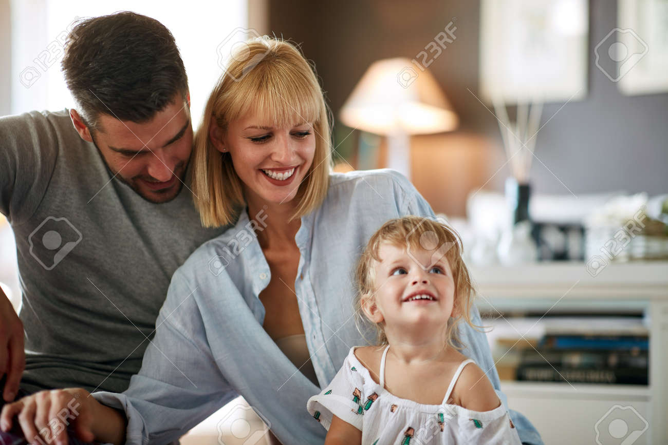 Parents with cute little daughter - 125131659