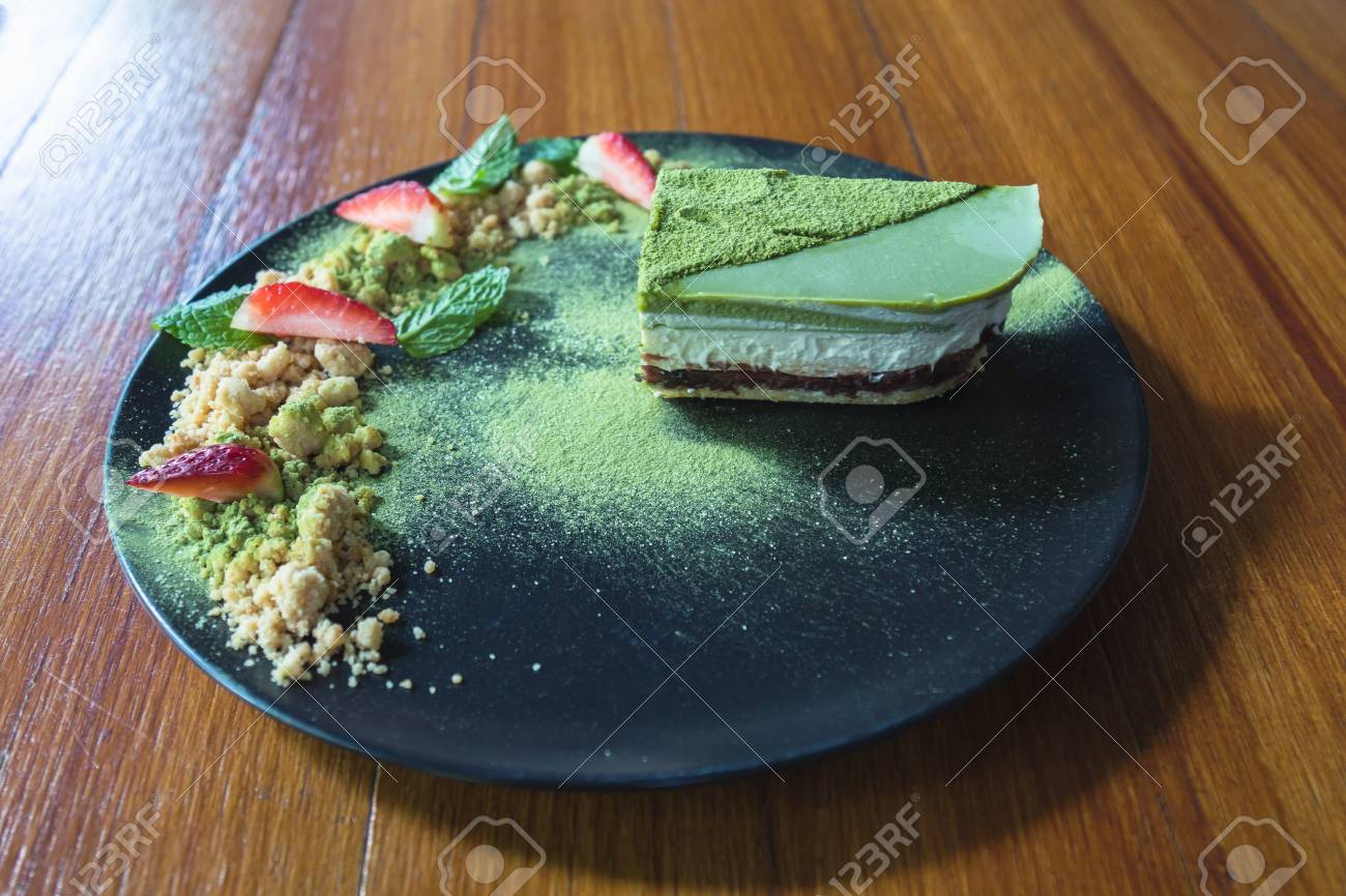 matcha green tea ice cream cake with strawberry and cookie crumble