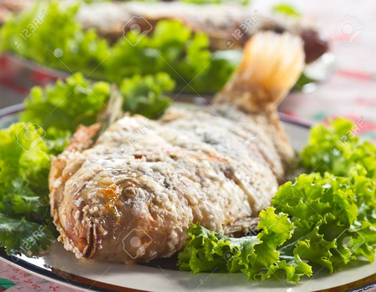 Fried fish and green fresh vegetables Stock Photo - 10175168