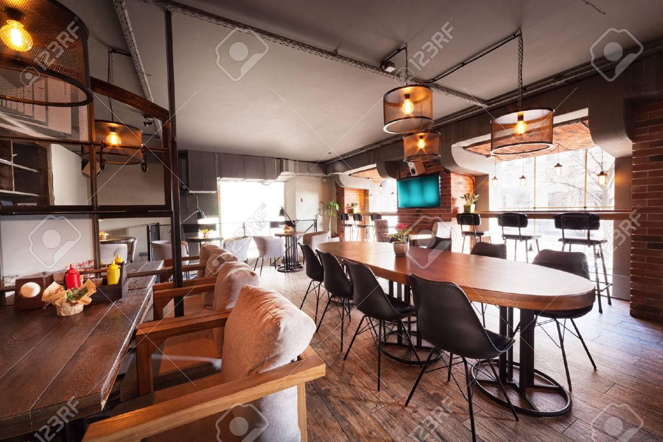 Moderne Europäische Café Interieur In Der Innenstadt. Lizenzfreie ...