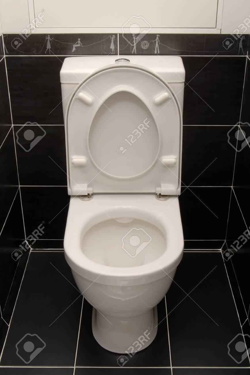 Tazza Del Cesso.La Tazza Del Water Bianco E In Interno Nero