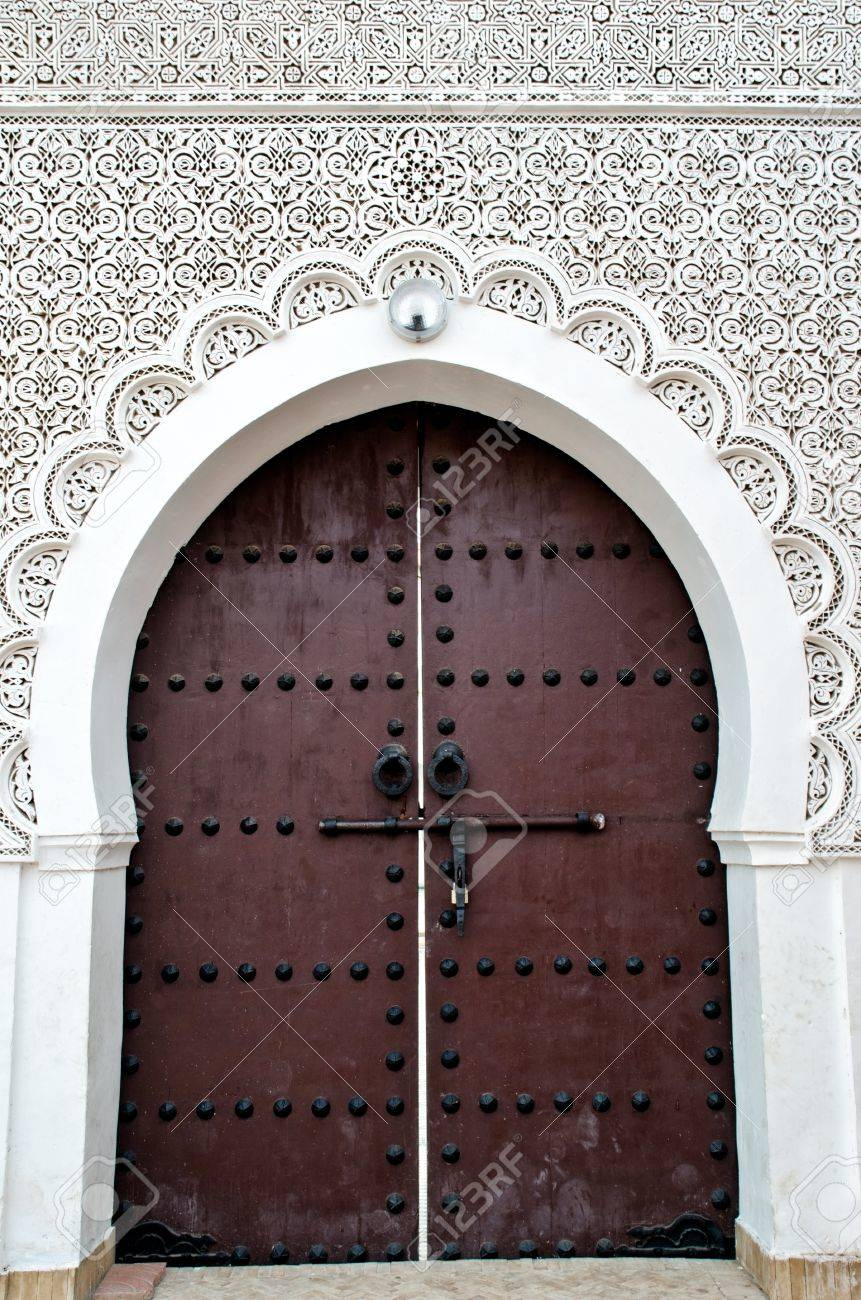 Delicieux Door Of A Moroccan Mosque With Floral And Geometric Decorations Stock Photo    14488830