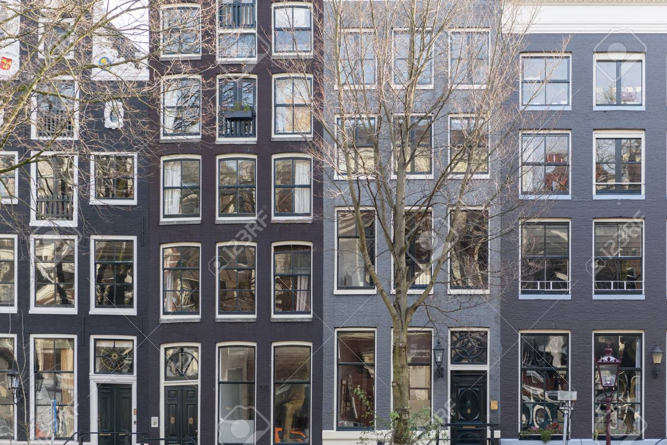 Façades de belles maisons à Amsterdam
