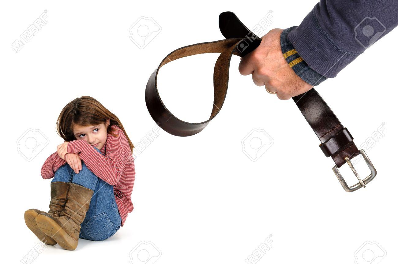 Ремнем бьет девушку фото 14 фотография