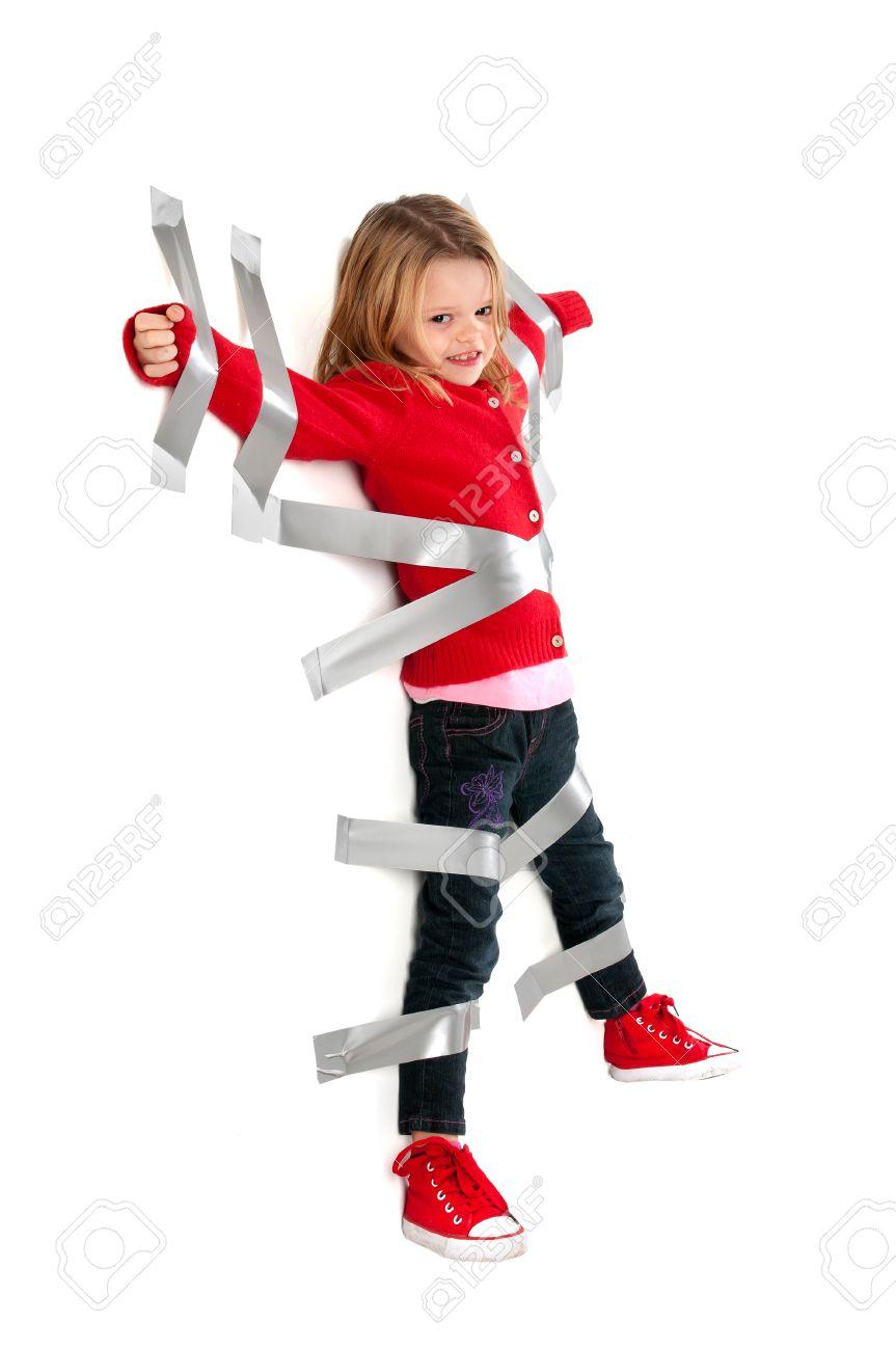 Привязанная молодая девушка фото 687-417