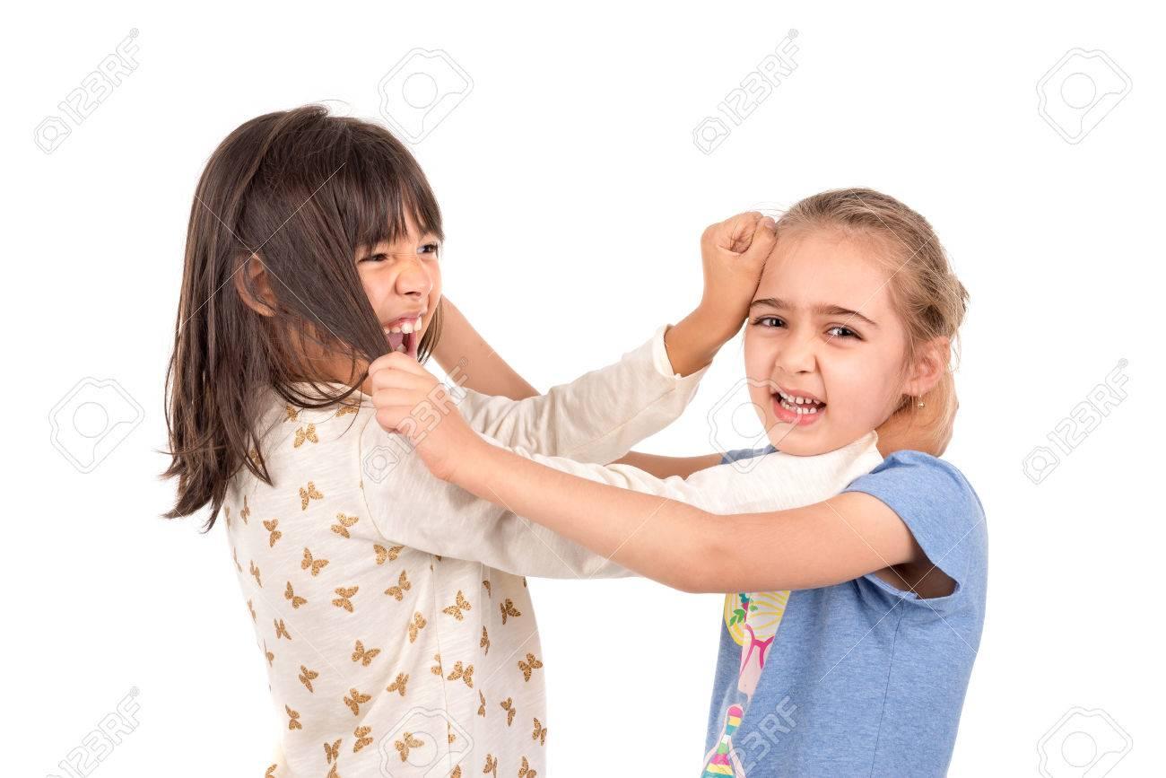 Junge Mädchen Kämpft Zieht Haaren Isoliert In Weiß Lizenzfreie