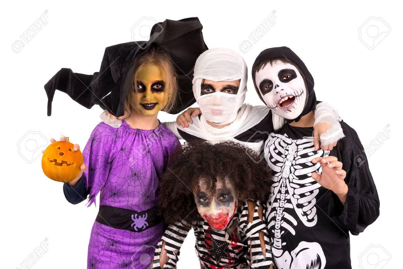 Kinderen Halloween.Kinderen Met Gezicht Verf En Halloween Kostuums Geisoleerd In Het Wit