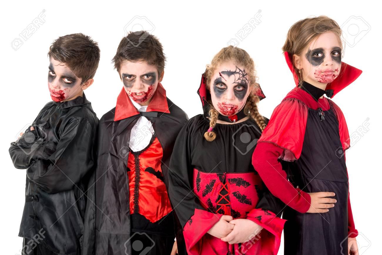 Grupo De Ninos Con Cara Pintura Y Trajes De Halloween Del Vampiro - Trajes-de-hallowen