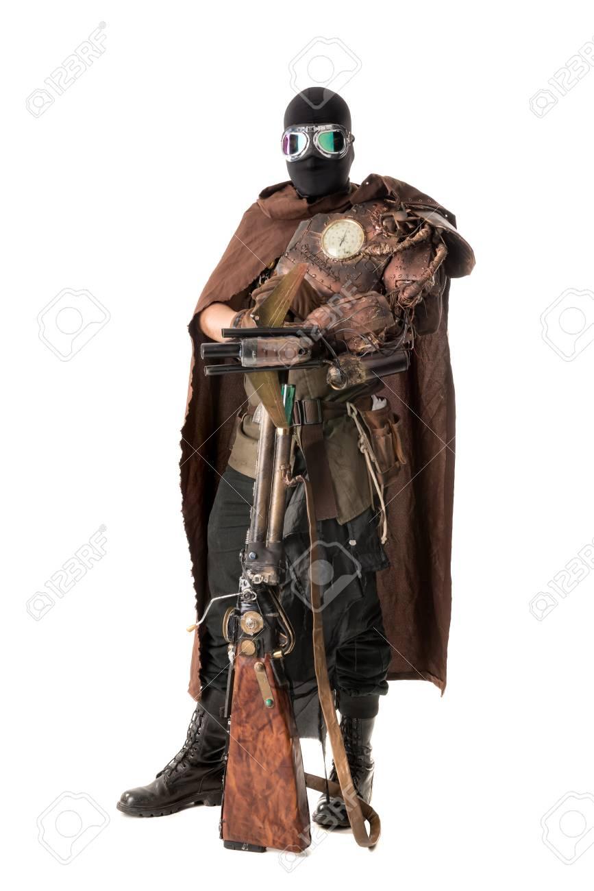 Armure Futuriste soldat futuriste posant avec arme et armure isolé en blanc banque d