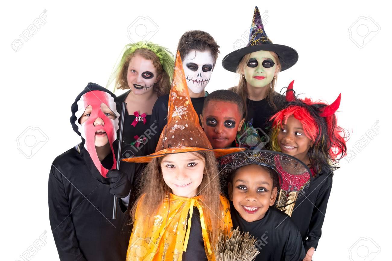 Kinderen Halloween.Kinderen Met Gezichtverf En Halloween Kostuums Gea Soleerd In Wit