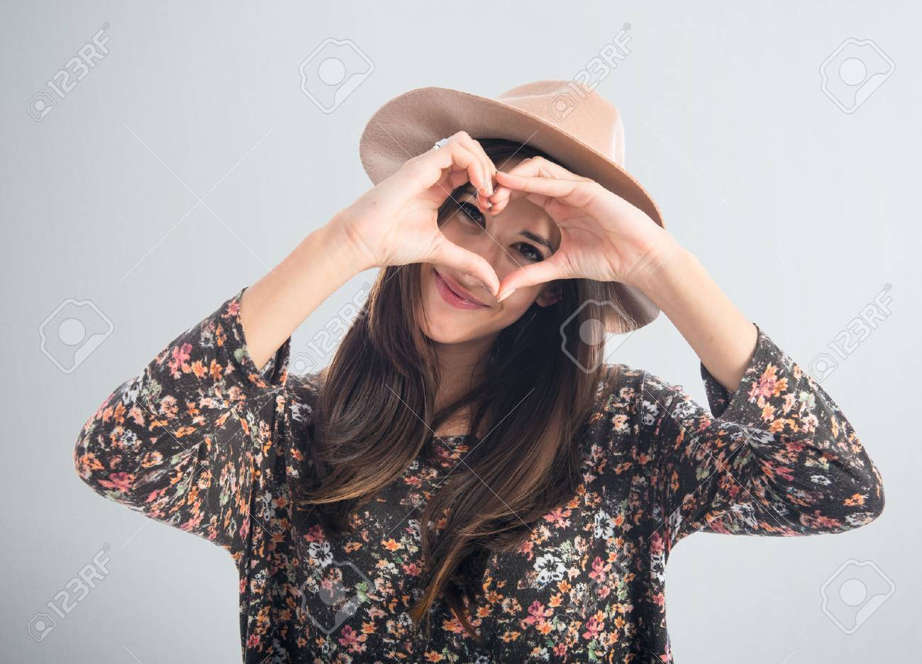 Woman making a heart with her hands Stock Photo - 43945181