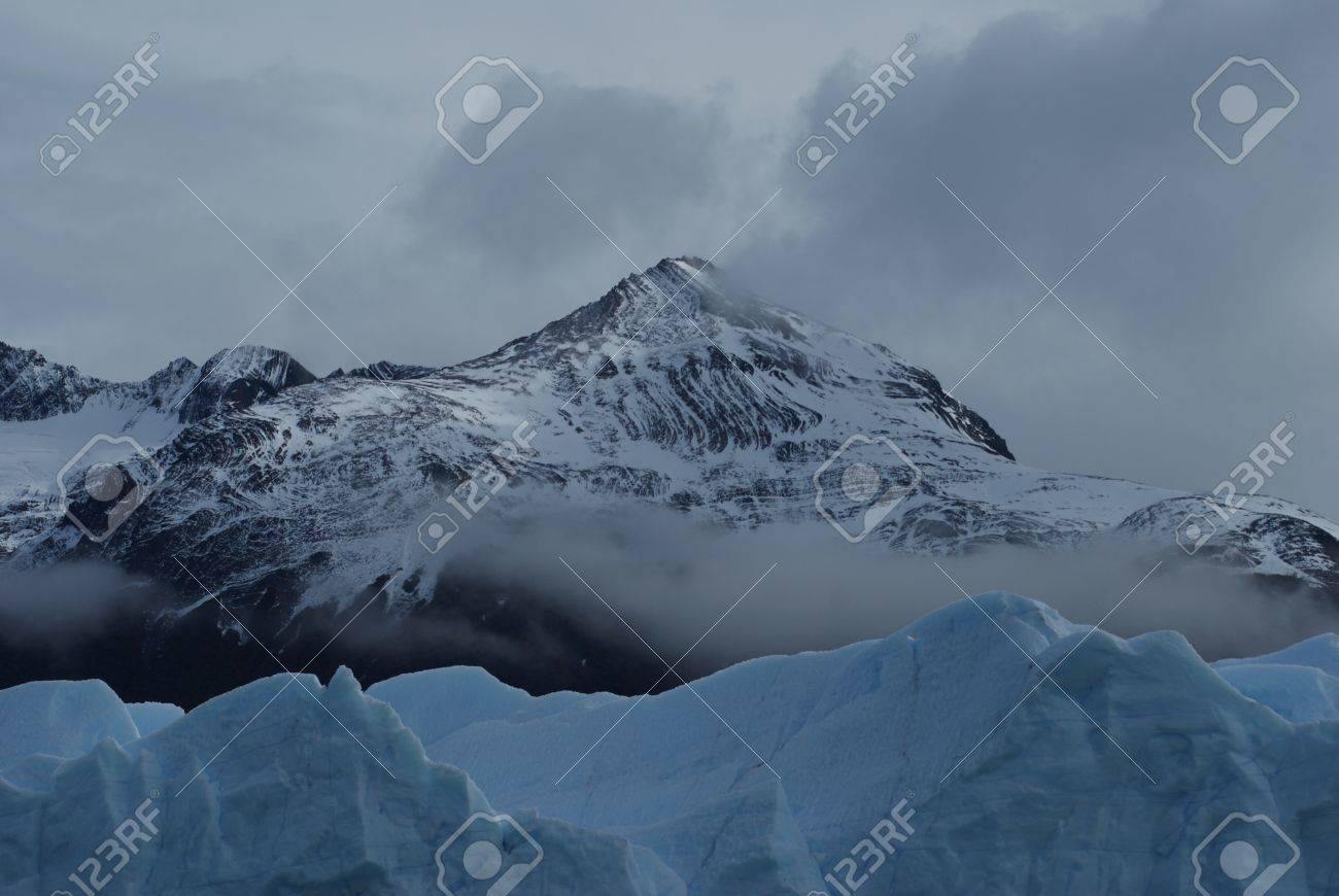 ice mountains in Calafate Stock Photo - 17599884