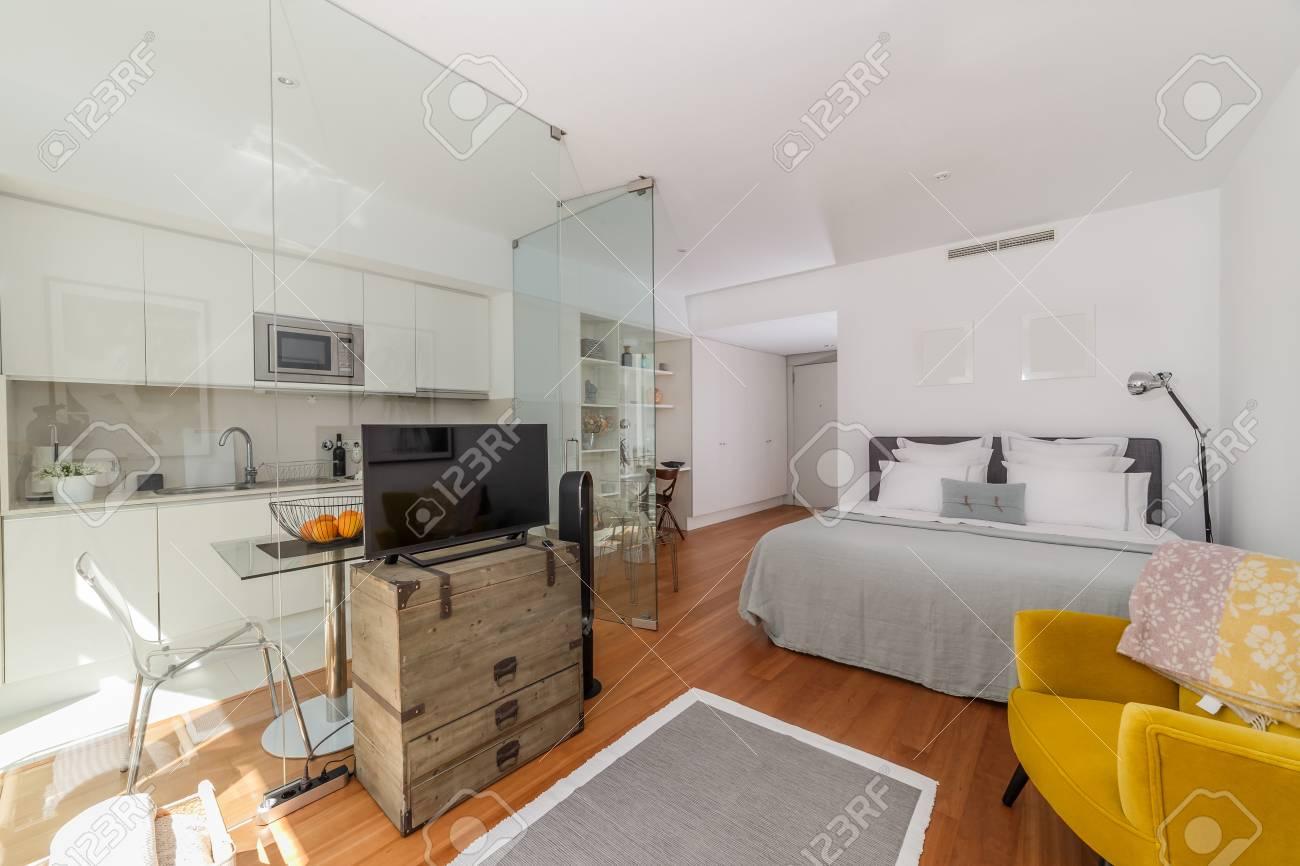 Maison Moderne De Chambre Simple Banque D\'Images Et Photos Libres De ...
