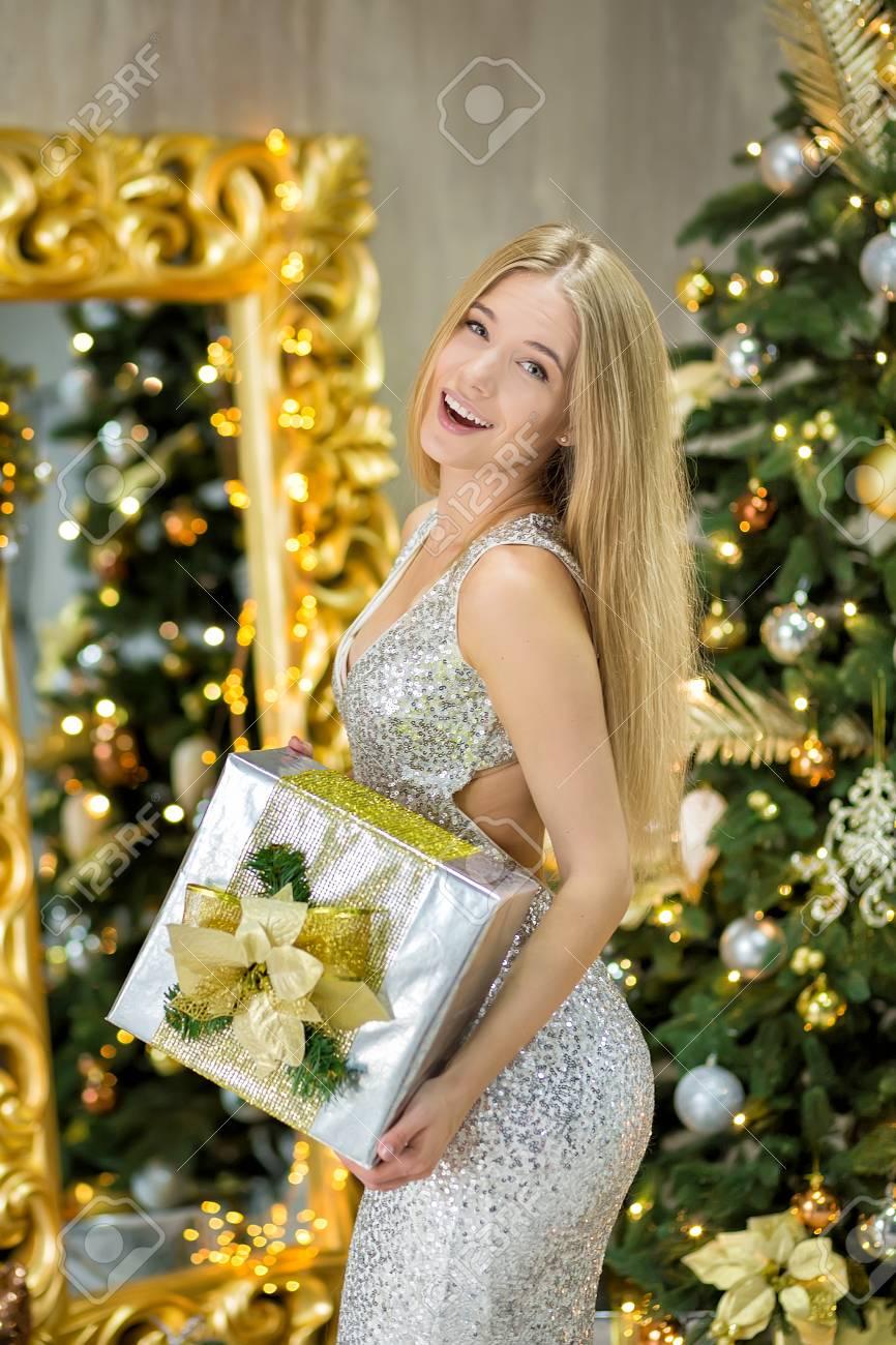 Mode Interieur Foto Der Schönen Wunderschönen Frau Mit Blonden ...