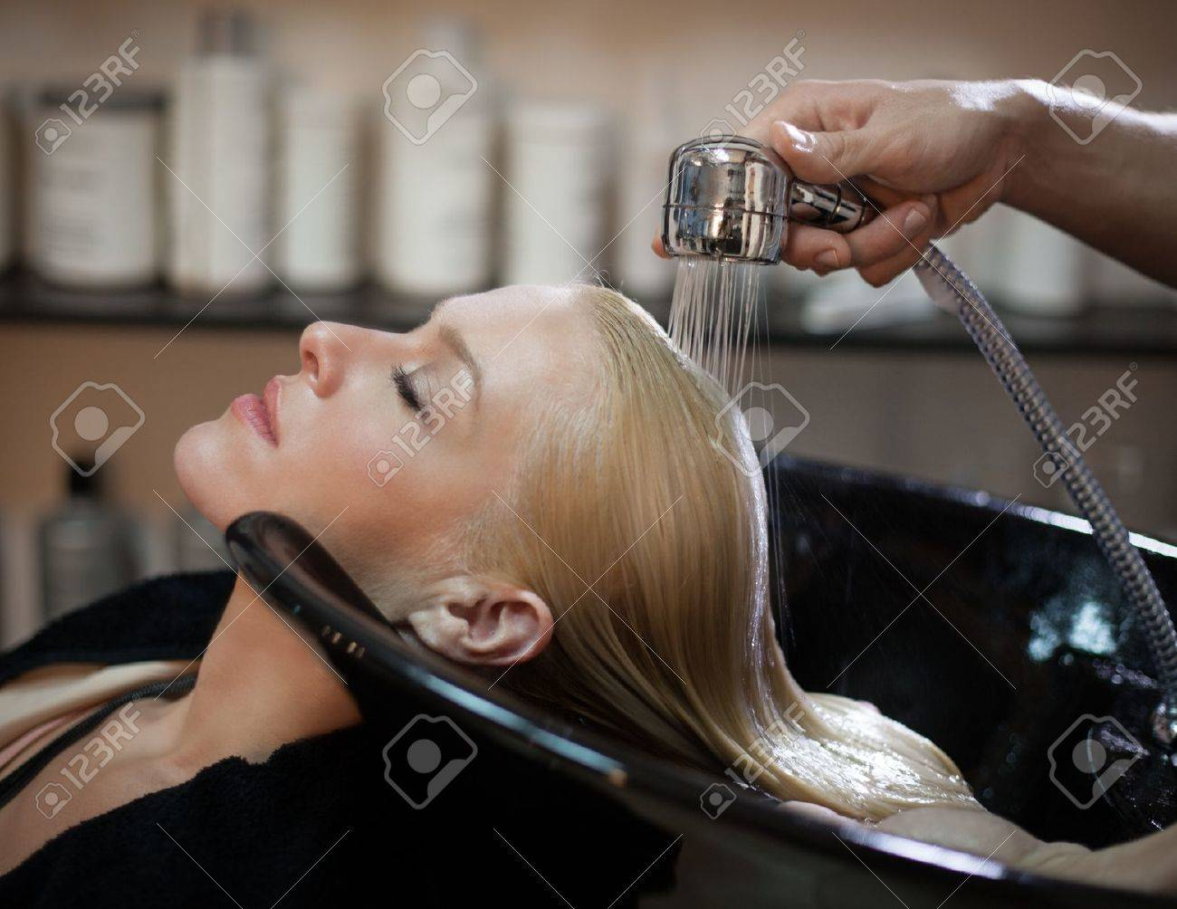Washing Hair Royalty-Vrije Foto's, Plaatjes, Beelden En Stock ...