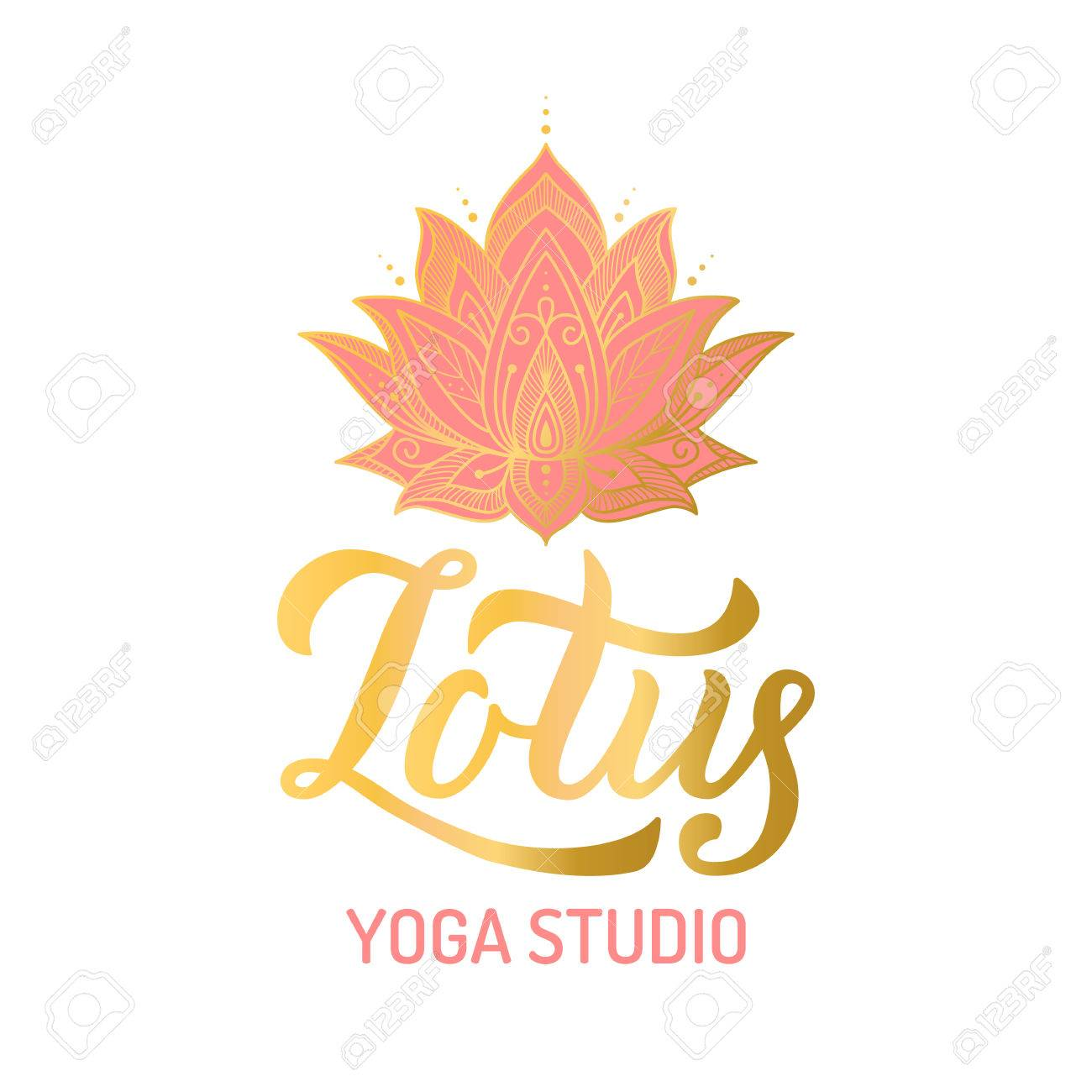 Foto de archivo - Mano letras dorado logo para estudio de yoga. Flor de  loto con elementos de pinta. Ilustración vectorial aa1d4d332eec