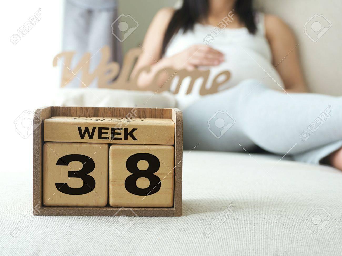 Calendario Settimane Gravidanza.Calendario Con Le Settimane 38 Di Gravidanza Con Sfondo Donna Di Gravidanza Concetto Di Maternita Aspettando Un Bambino Prossimo Giornata Del Conto