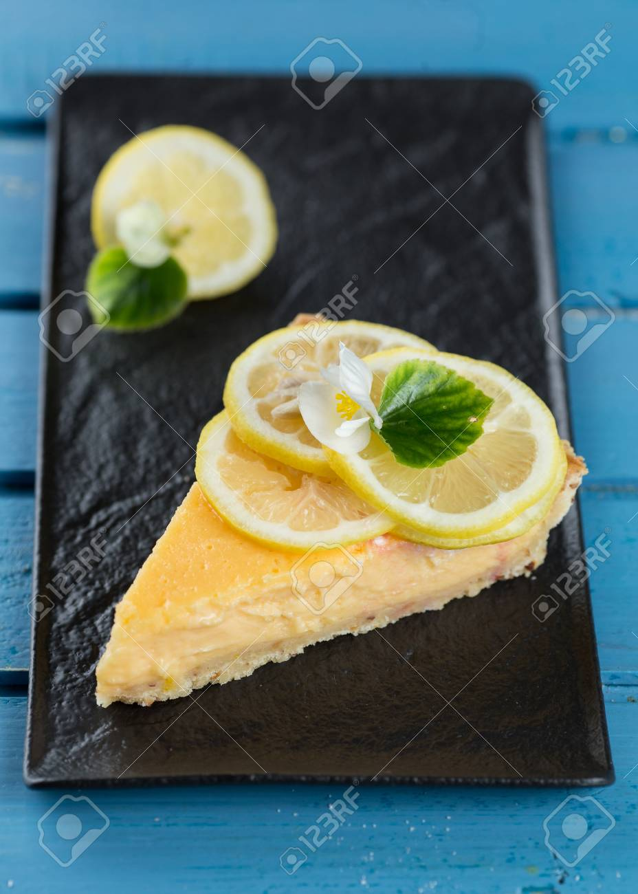 Piece of tasty lemon pie - Lemon Tart - 105868238