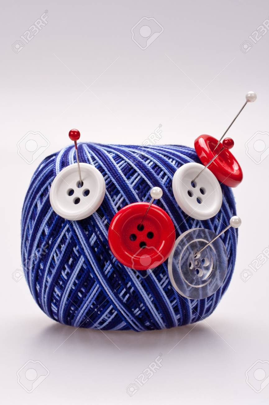 red and white pins in wool ball with buttons - 8001435